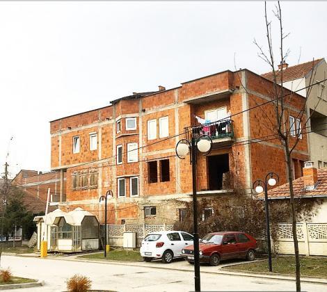 Shitet shtepia ne qender te Podujeves